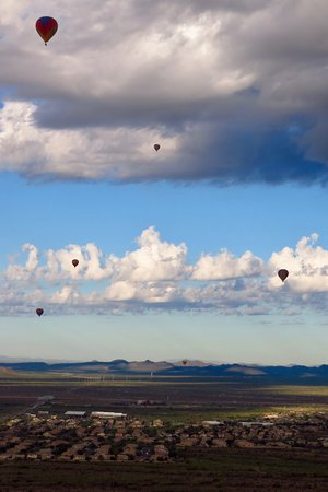 Phoenix Hot Air Balloon Morning Ride: It was fun being aloft with other balloons!