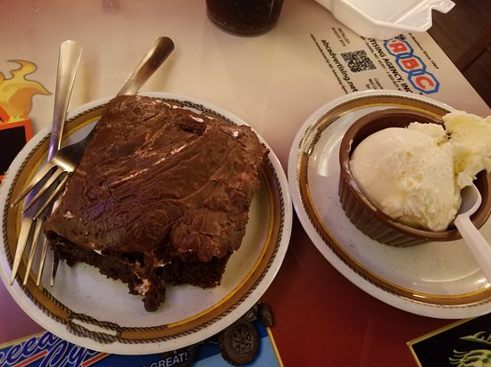Belton, MO: Brownie and ice cream