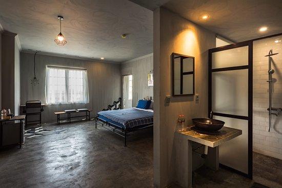 the Amartya Jogjakarta Hotel: Super huge bedroom for family