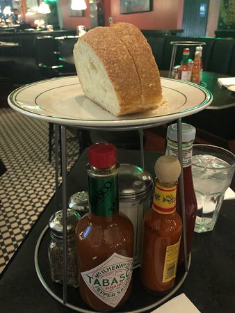 Market Street Oyster Bar: Nice bread being served complimentary