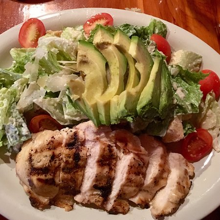 Jordan, Αρκάνσας: My favorite salad - grilled chicken Caesar w/ avocado &  tomatoes