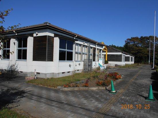 矢板市立郷土資料館, 学舎を道路側から見る