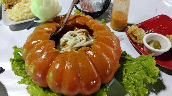 Restaurante Cadillac: Camarão na abóbora com purê de batatas. Bem Servido