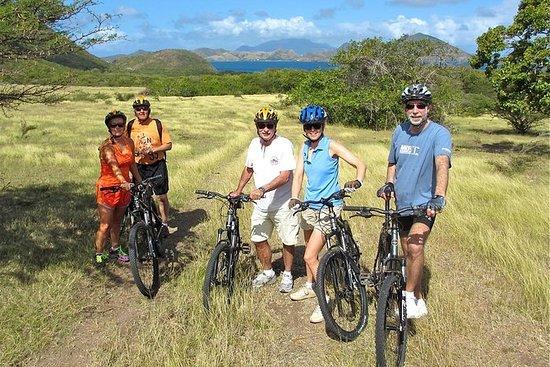 ネビス島での早朝の自転車ツアー