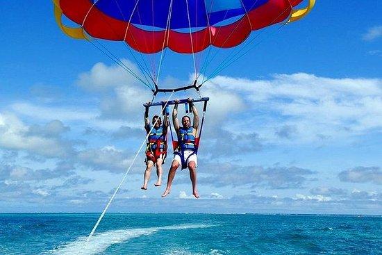 Parasailing a Punta Cana
