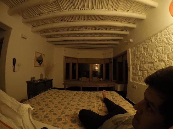 Teggur, อินเดีย: chilling out at night in room