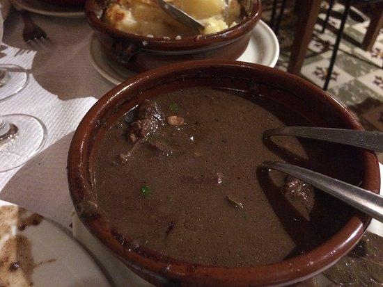 Le Cailar, فرنسا: la gardiane de taureau et son gratin de pommes de terre (déjà bien entamée car trop hâte de goût
