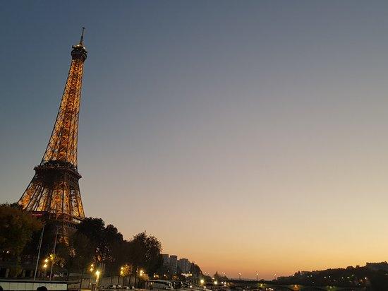 Croisière touristique sur la Seine avec les Bateaux Parisiens Photo