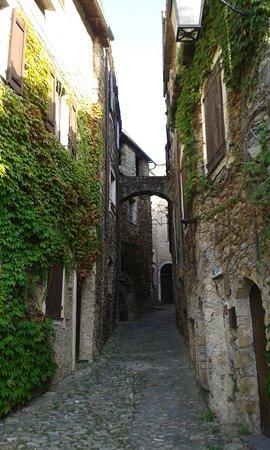 Castelvecchio di Rocca Barbena, Ιταλία: Vicolo interno al borgo