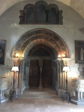 La Napoule-Plage, Francja: Gothic room with art doors made by Henri