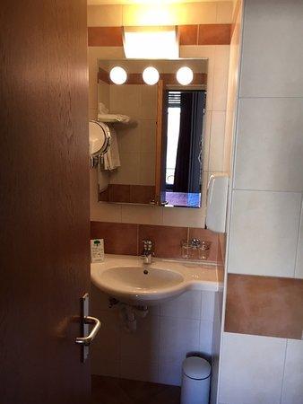 Hotel Aulac : Bagno della camera 216