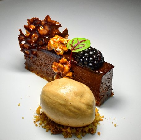 Ballymahon, Irlandia: Chocolate Pave, Coffee Ice-cream, Caramel Popcorn, Sea Salt Chocolate Twill