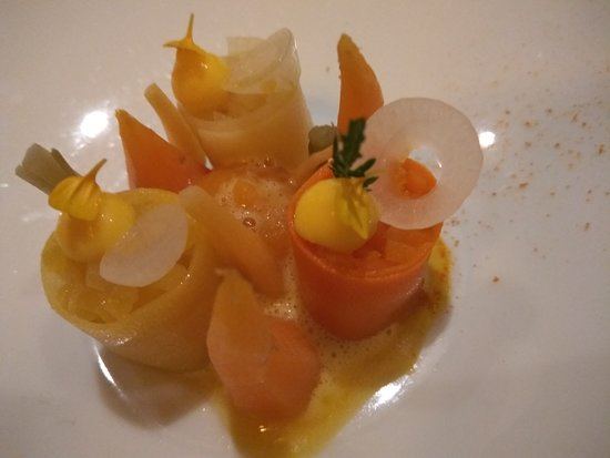 Bord'Eau: FERMENTED CARROT with Goat's butter saffron and citrus marigold
