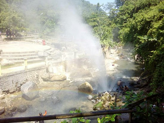 Explore Pelabuhan ratu visiting cisolok hotspring with mr.edu java private tour