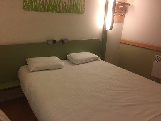 Goedkoop Bed Frame.De Slaapkamer Welke Goedkoop Uitstraalt Picture Of Ibis Budget