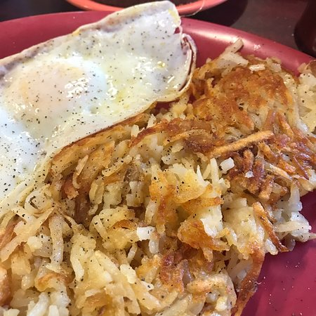Pea Ridge, Арканзас: I would recommend this small town cafe for breakfast.  The chicken fried steak was very tasty, t
