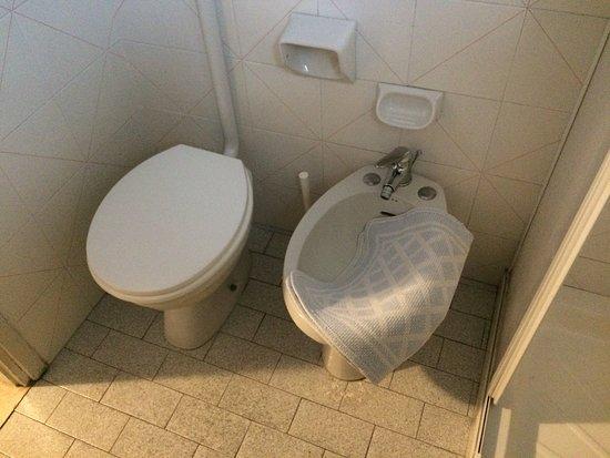Hotel Orizzonti: Toilet gedeelte 'gewone kamer'