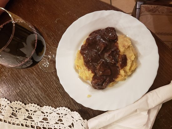 Walluf, Niemcy: Deer goulash wild fresh, amazing, good for me! with real house red!!!!!