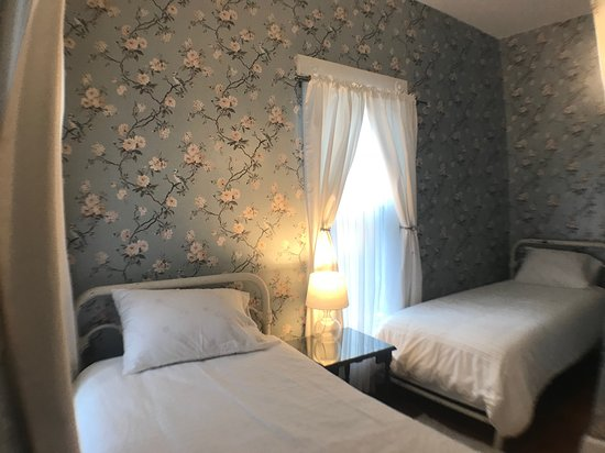 Gambier, OH: The Kokosing Suite sleeps up to 4