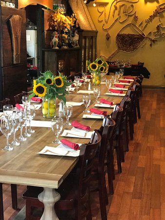 Zinna's Bistro: Large tables for parties