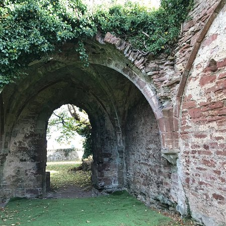 Newburgh, UK: A very interesting place lots of history connected to the Abbey Built 1191 Lindores Abbey Distil