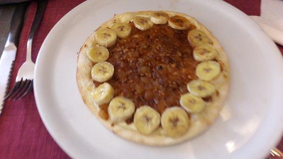 Longpont, France: Tarte pizzaïolo pomme banane rhum