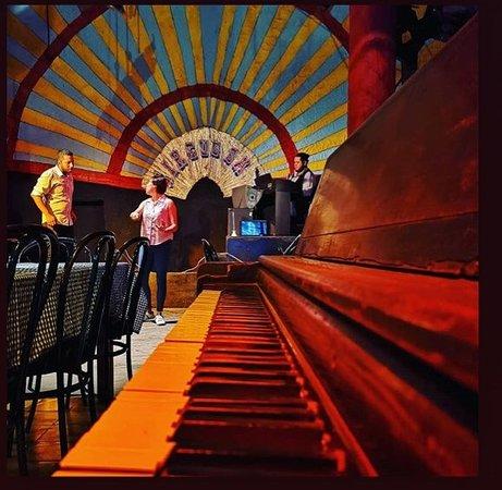 Panajachel, Guatemala: piano y escenario