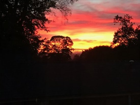 Kingham, UK: Sunset view from the Mouse Room