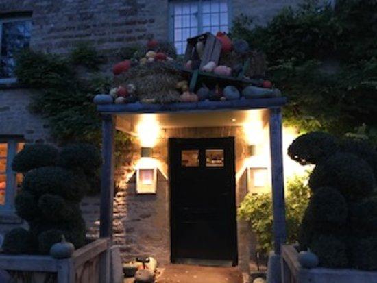 Kingham, UK: Front of The Wild Rabbit Hotel