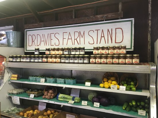 Congers, NY: Dr. Davies Farm Stand