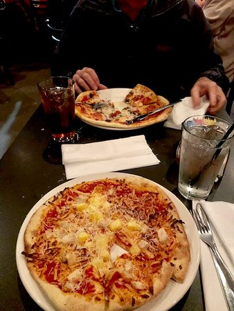 ‪‪Pleasant City Wood Fired Grille‬: Pepperoni and mushroom pizza and a chicken with pineapple pizza. Yum!‬