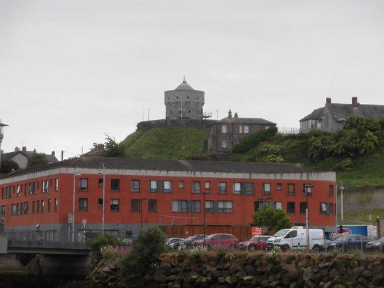 Hrabstwo Louth, Irlandia: 丘の上の城塞