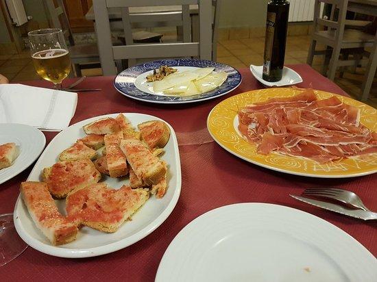 El Pueyo de Jaca, Spain: 20181026_203656_large.jpg