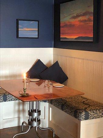 Lummi Island, WA: bar seating