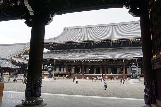 Higashi Honganji: Main courtyard