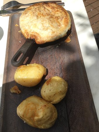 Mount Tomah, Australia: Potagers Pot Pie @ Mt Tomah Botanic Gardens