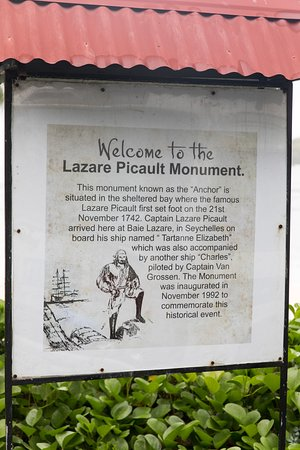 Lazare Picault monument