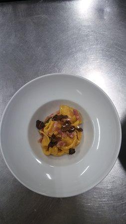 Perarolo di Cadore, Itália: Ravioli alla zucca con guanciale affumicato e scaglie di tartufo nero