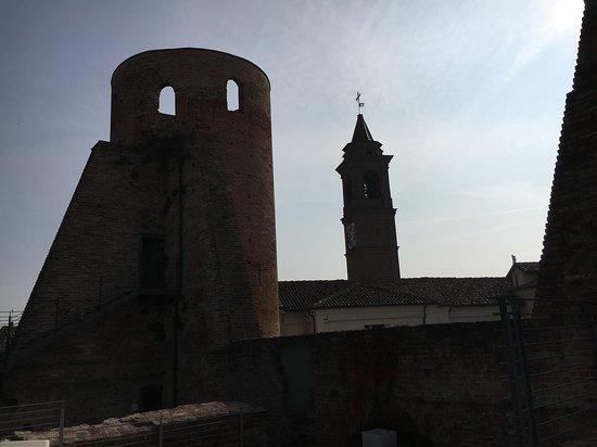 Tra la Terra E Il Cielo : Vista castello