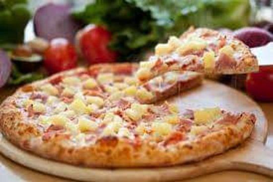 Rocroi, France: Pour les amateurs de sucrée  salée pizza jambon blanc  ananas