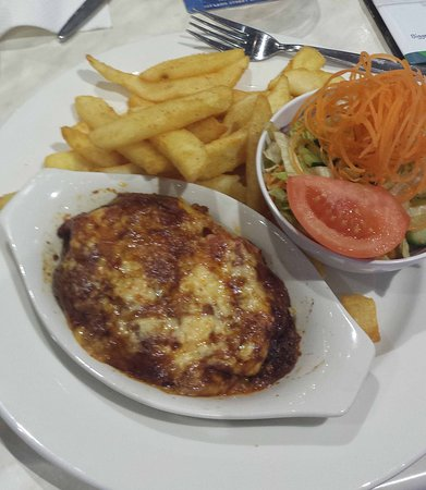 Murgon, Australia: Lasagne, chips and salad