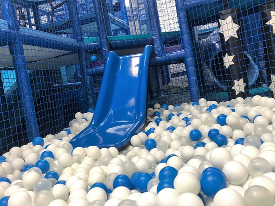 Sturminster Newton, UK: the Under 5s slide and ball pit!