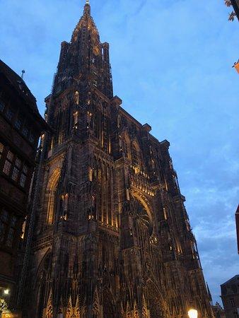 Cathédrale Notre-Dame de Strasbourg : Anocheciendo