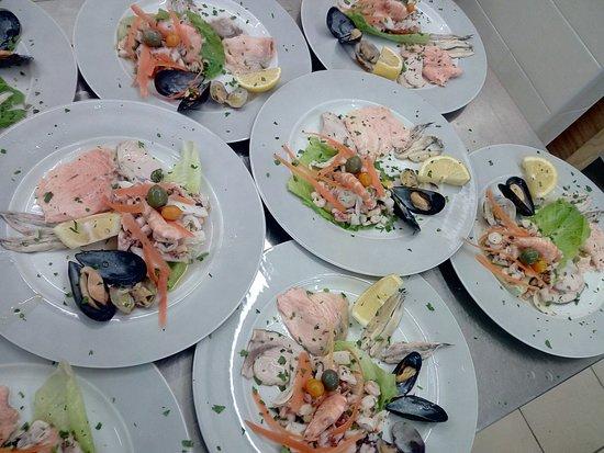 Delizia del mare con i nostri marinati ,insalata di mare