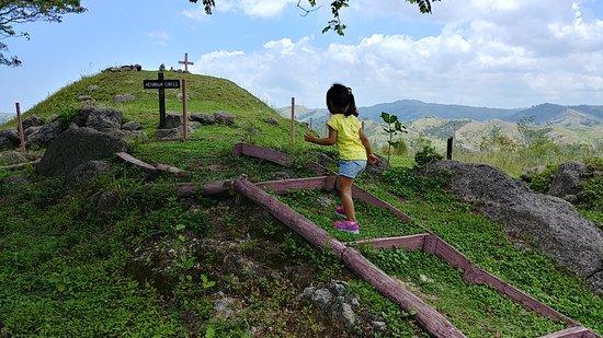 Tavuni Hill Fort: Walking tracks.