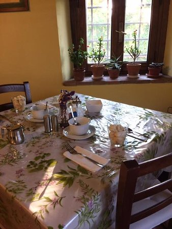 Ghivizzano, Italien: charming breakfast room with delicious local food prepared with personal attention