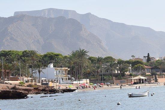 View of the Playa de Isla Plana with two beach bars