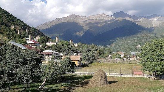 Vanaf balkon uitzicht op Svan-towers