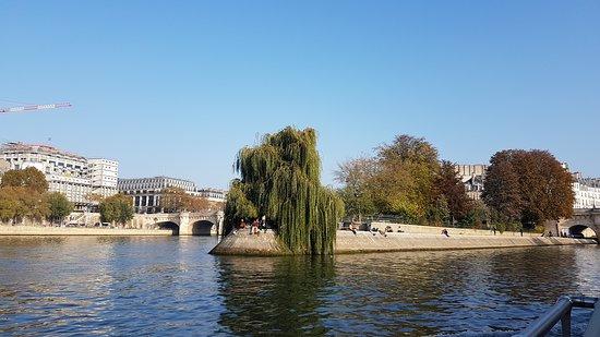 Croisière touristique sur la Seine avec les Bateaux Parisiens : Pont Neuf