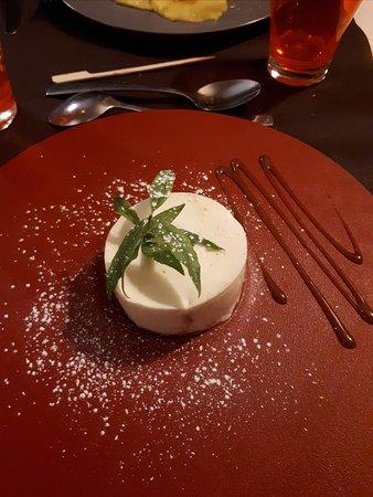 Rabastens, Γαλλία: dessert au citron sur fond de biscuit.